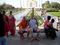 Turk & Russeller recreate the Princess Di pic at the Taj Mahal!!!!